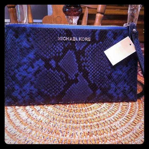 MICHAEL Michael Kors Handbags - NWT MICHAEL Michael Kors large zip clutch